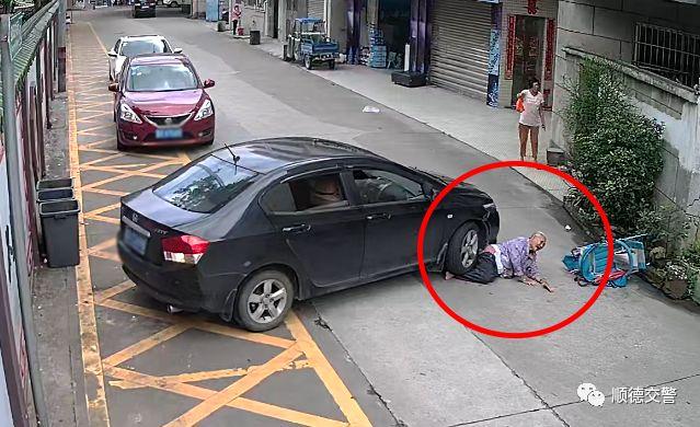 揪心!佛山87岁老人被压车底...监控视频却温暖了所有人!