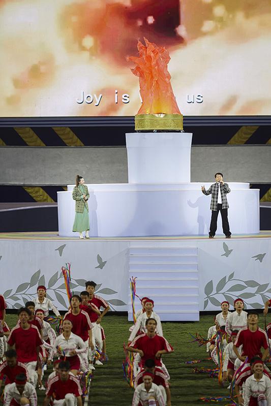 世警会开幕 成龙谭维维携手献唱主题曲