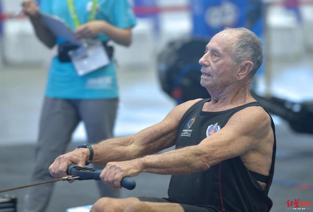 世警会拿下两奖牌 80岁澳大利亚大爷很期待下一届