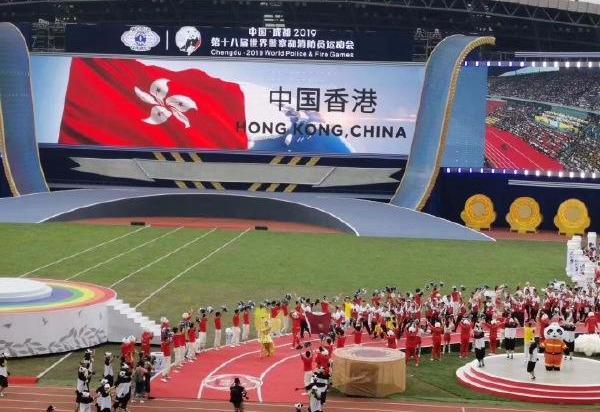 在成都,中国香港警察终于享受到了雷鸣般的掌声