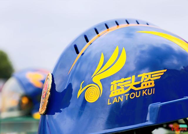 """为了这顶""""蓝头盔""""乐山消防员拼了"""