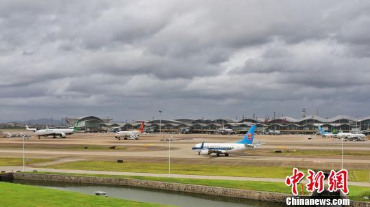"""受台风""""利奇马""""影响 浙江多机场数百架次航班撤消"""