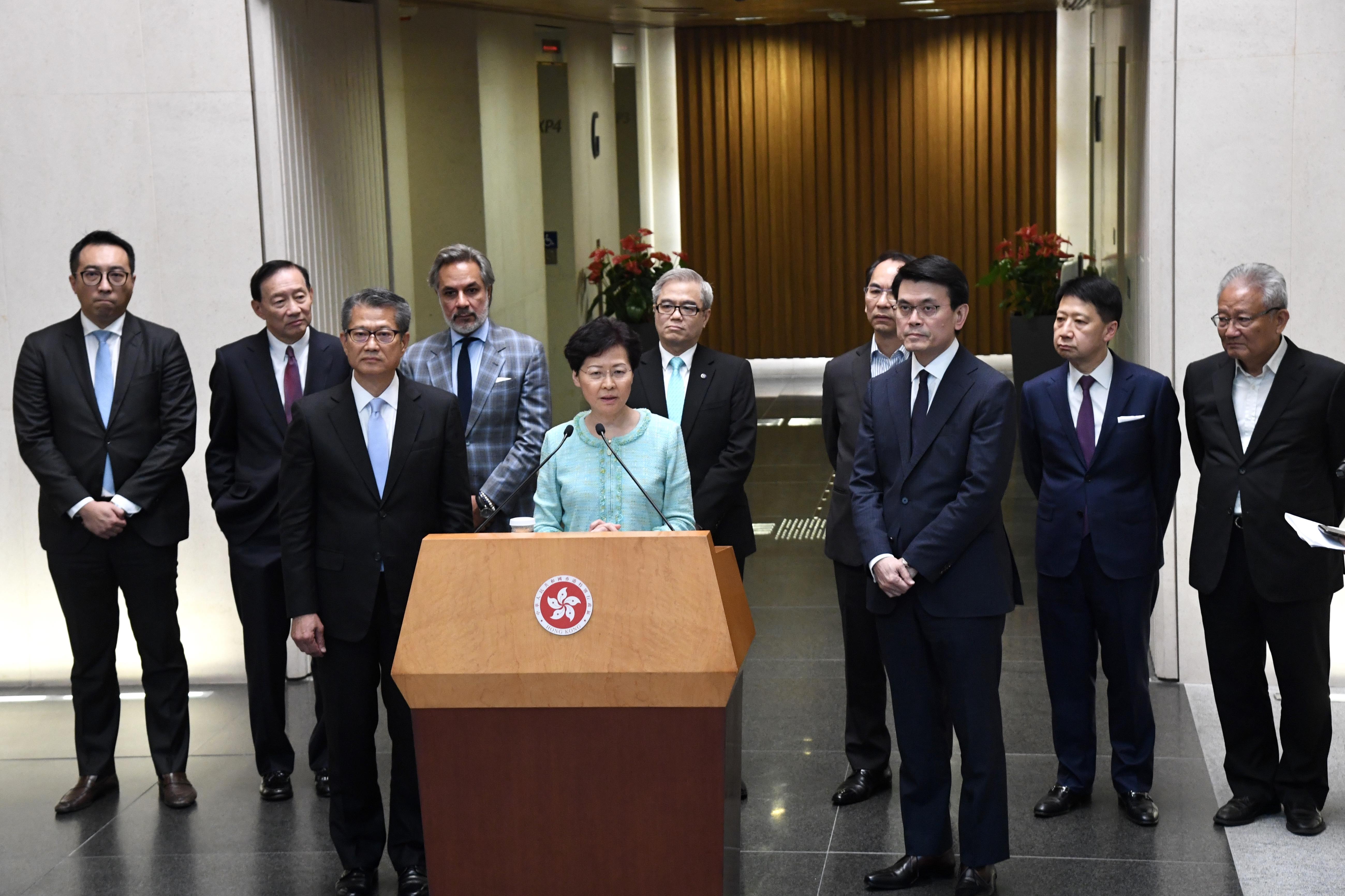 <b>暴力伤及香港经济,林郑:情况比金融危机、非典时更严峻</b>
