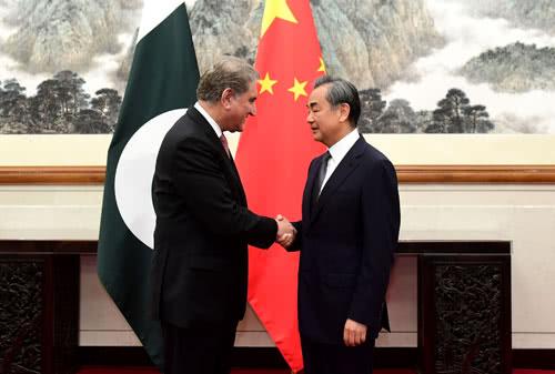 王毅会见紧急来华访问的巴基斯坦外长