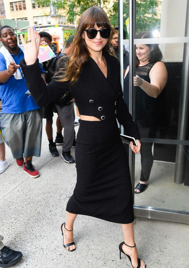女星达科塔·约翰逊现身纽约街头,她看起来很受欢迎
