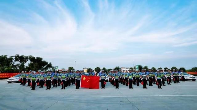 南阳市高速交警支队联合多部门开展应急处置、防暴恐综合演练