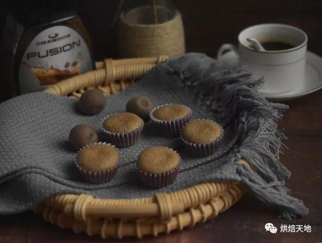 <b>咖啡纸杯蛋糕,满满的幸福感</b>