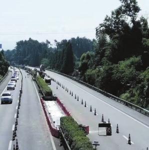 成雅快速通道高速跨线桥开工建设 交警建议这样绕行