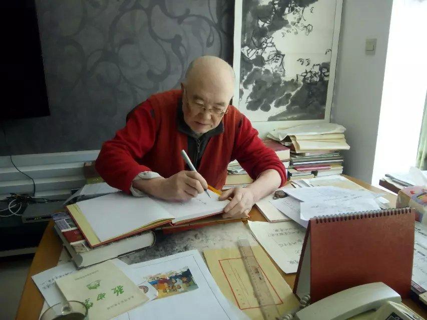 辽宁省盖州市八旬老人李钟敏一生醉心于研究家谱文化