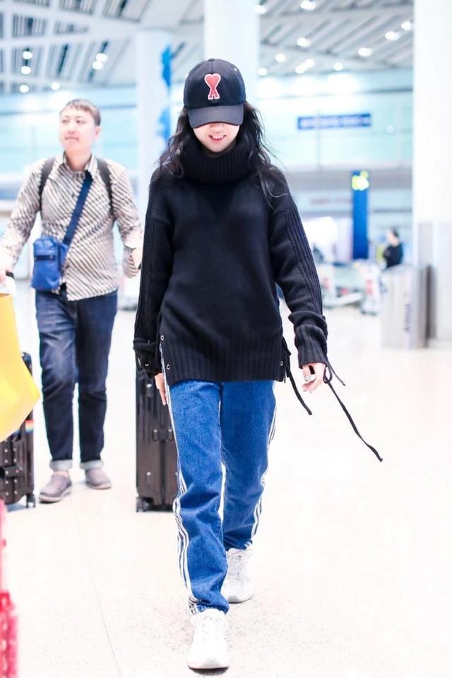 高级脸的yamy,穿上黑色皮短裤驾驭得不得了,宣告时尚主权