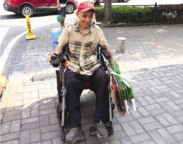 无惧身体瘫痪坚守岗位 发挥余热甘做乡村环保卫士 艾光金:45年初心不改为民服务
