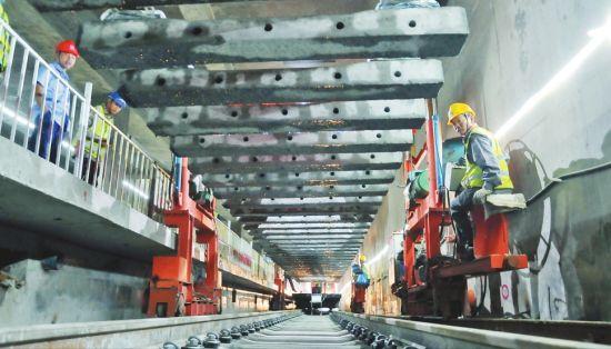 地铁2号线、3号线二期启动铺轨 年底地铁2号线实现轨通