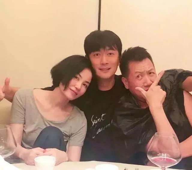 王菲生日靠男友人怀中,李嫣晒妈妈画像为其庆生,懂事得让人心疼