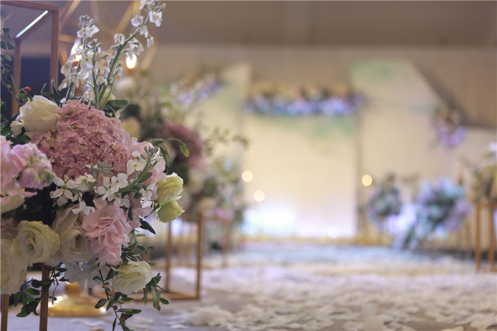 昆明适婚青年注意!户外简单婚礼这样策划才能最完美!