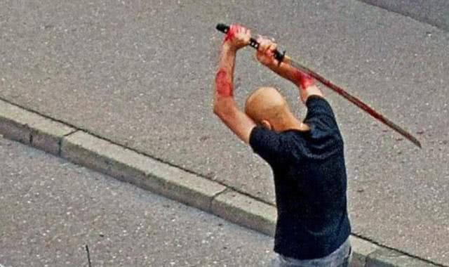 约旦男子在德国街头持武士刀砍死前室友_德国新闻_德国中文网
