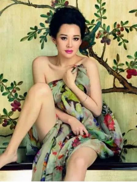 看到当年江珊做的事,也能理解为什么女儿拆散了她与靳东