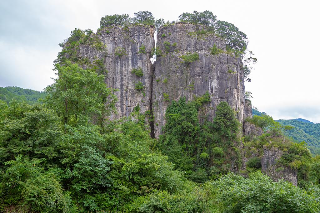 """秦巴山南麓,藏着不少罕见的自然景观,被誉为""""天下第一奇观"""""""