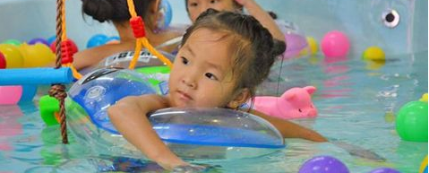 在这个时间段进行婴儿游泳锻炼效果更好!