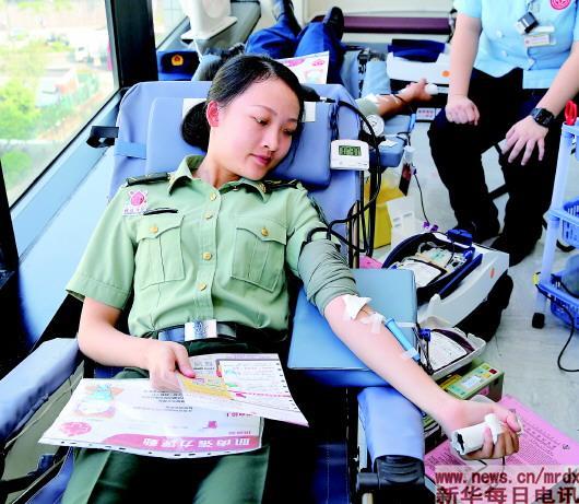 解放军驻港部队为香港市民无偿献血