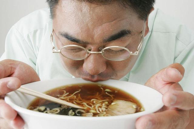 3分钟吃一碗泡面,需要排半个月的毒?营养师辟谣:没有这个可能