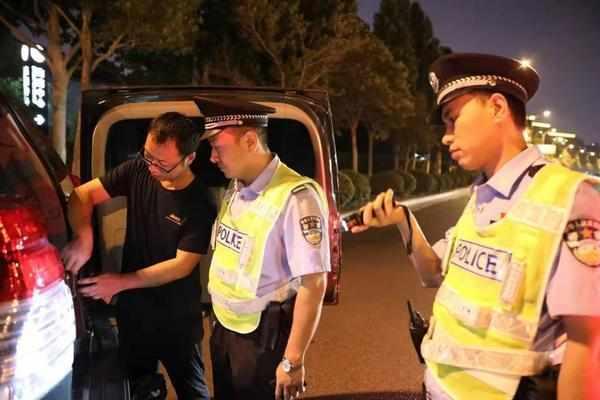 出动警力15000余人,郑州警方组织开展集中清理清查统一行动