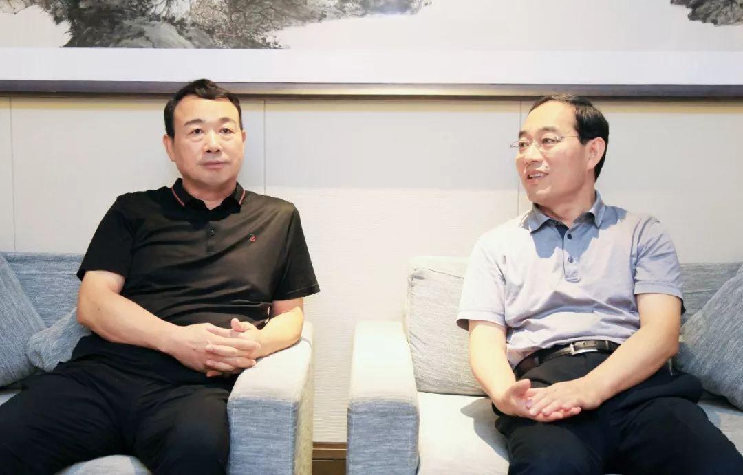 高洪雷会见济宁市委副书记、市长石光亮一行
