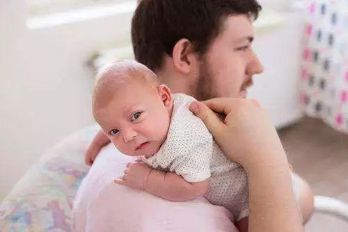 如何正确给婴儿拍嗝?这些小知识建议收藏
