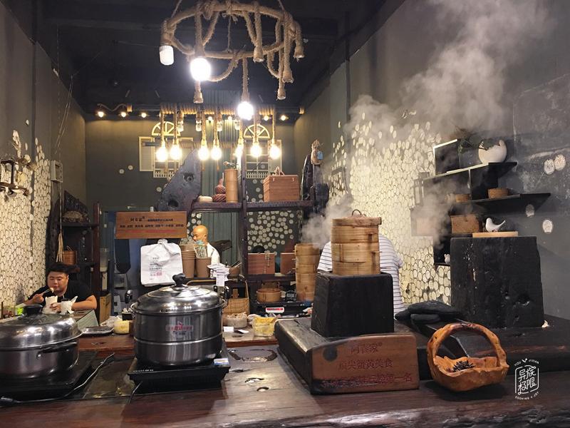 吃在郑州,误撞进一家既小资,又有烟火气的汤包店