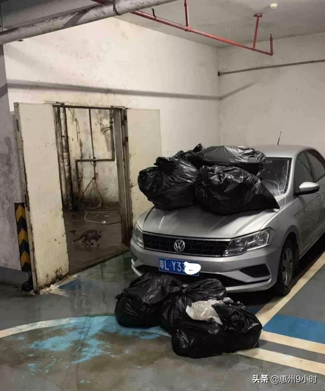 <b>惠州一轿车被垃圾桶围堵,原来是随意停车惹怒了别人</b>