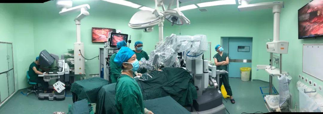 胸外一科成功自主完成大连市首例胸外科达芬奇机器人手术