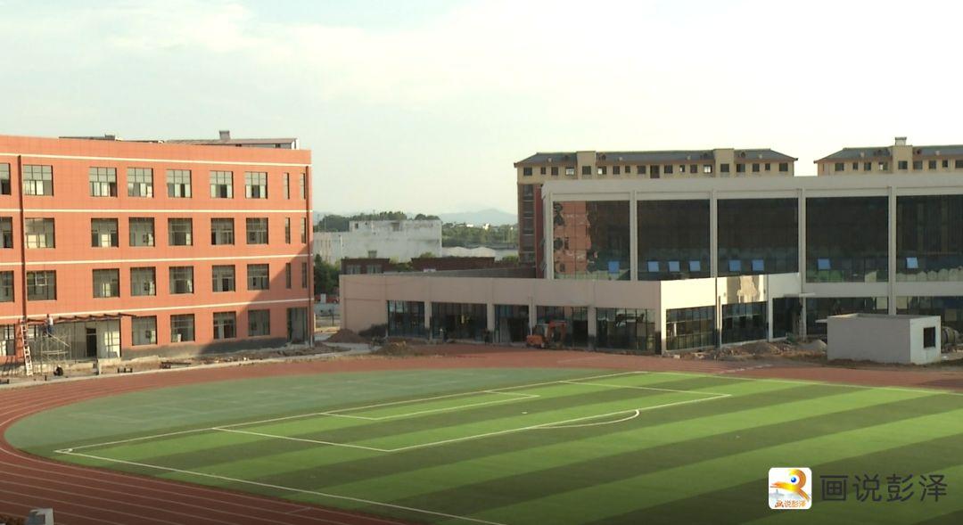 彭泽珍珠湖小学:工人们挥汗如雨 建设美丽新校园