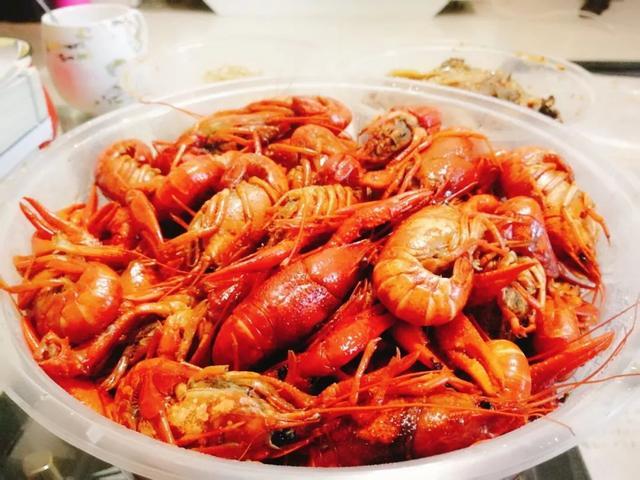这个夏天 成都小龙虾餐馆的生意居然是这样的