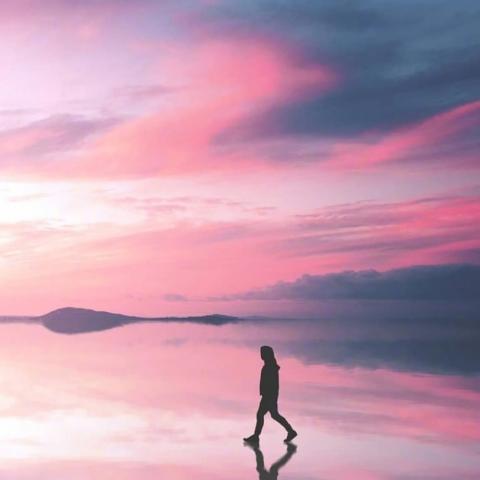 在路上,向前一步是新生,退后一步是命运。