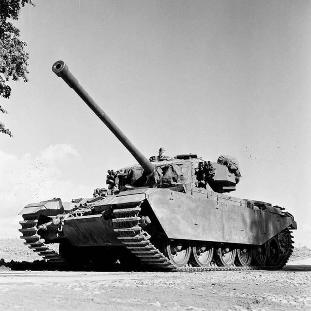 手榴弹炸坦克!志愿军上演帽子戏法,连炸3辆自己震昏