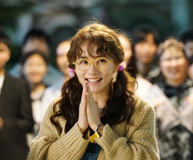 景甜是她发小,郑爽是她闺蜜,出道9年合作过朱