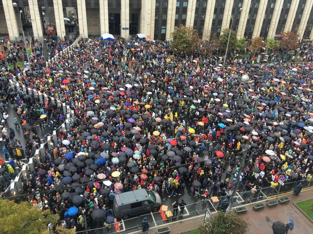 莫斯科又爆发数万人游行,136人被捕
