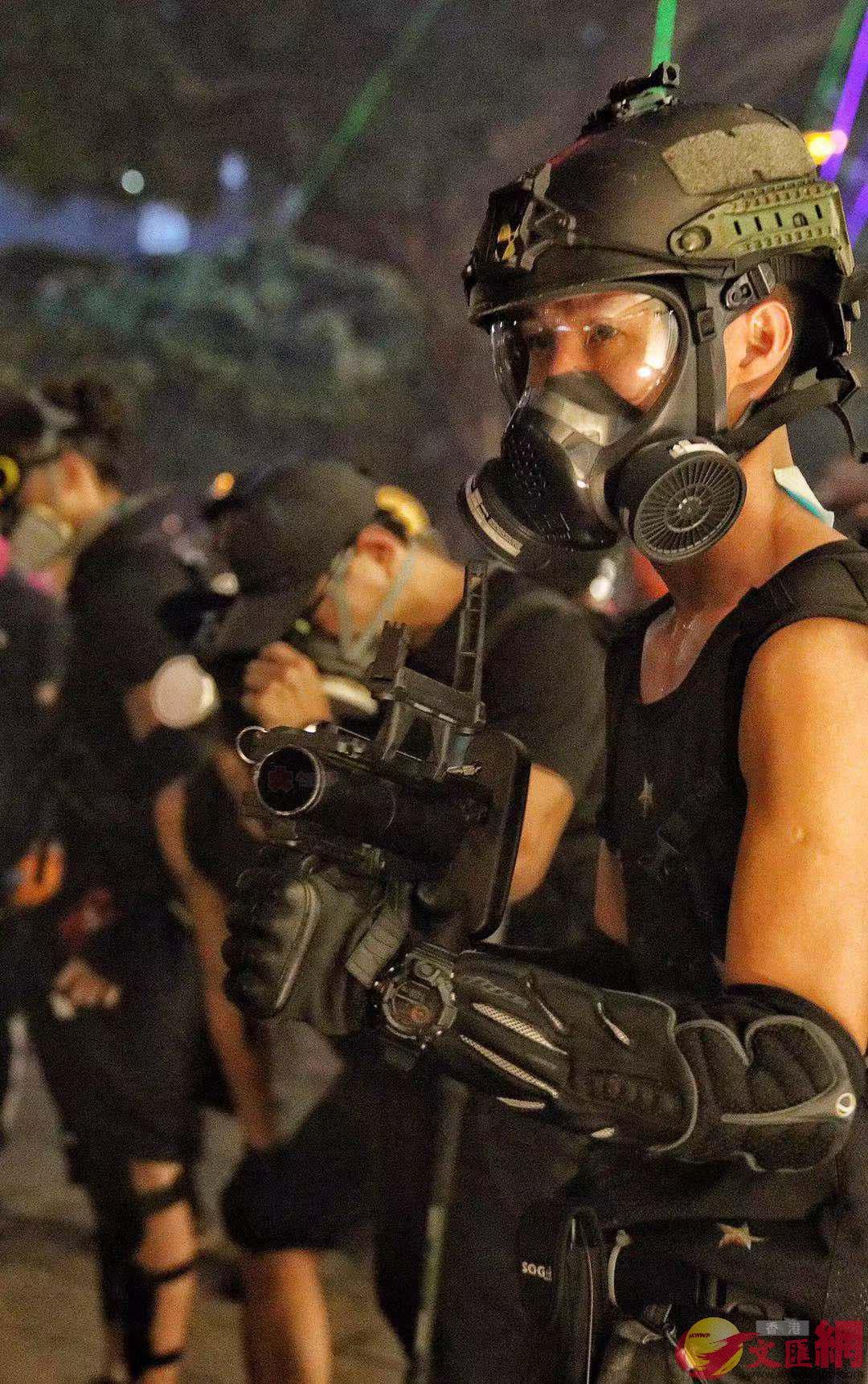"""武器升级?香港暴徒使用""""美制榴弹发射器"""""""
