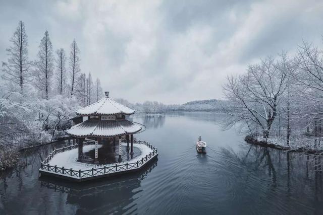 吉首大学西湘风文学社-开问精选:《暴雪将至》