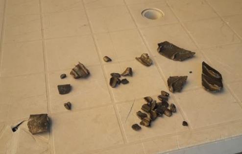 突发!载298人波音787突发引擎故障,掉落碎片砸坏25辆车12座房!