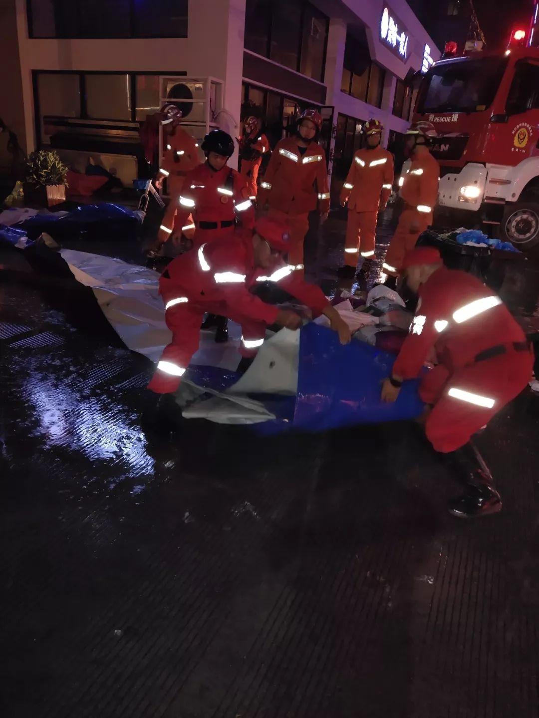 抗击超强台风 利奇马 ,苍南各应急救援社会组织冲锋在前风雨无阻