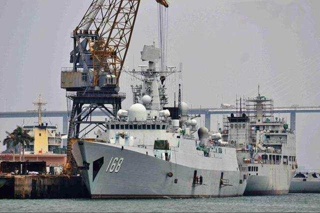 <b>中国海军进步有多快?昔日主力战舰回厂改造,导弹装备快被拆光了</b>