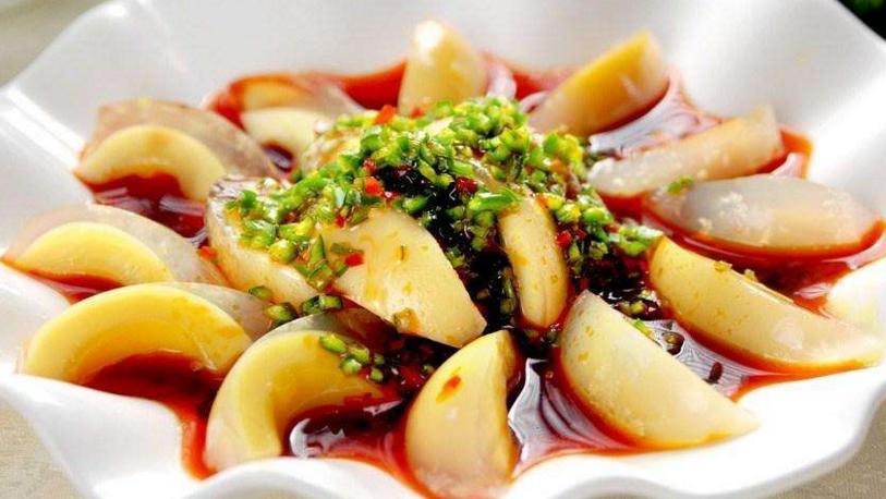 夏秋,皮蛋最好吃的做法,加点它更好吃更健康,一大盘上桌抢着吃