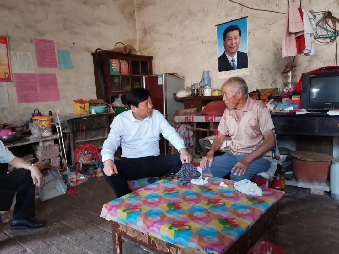 南乐县委常委、县纪委书记、县监委代主任鲁法中到谷金楼乡督导脱贫攻坚工作