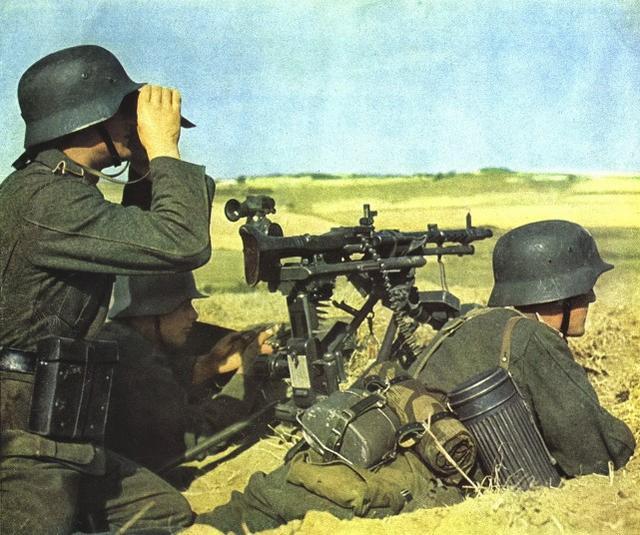 <b>二战德军为何战力强悍?东线战场步兵师的火力配置,和苏军比如何</b>
