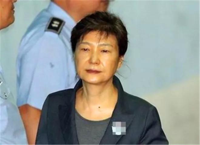 韩军方与黄教安联合挽救朴槿惠,文在寅瑟瑟发抖:命不该绝!