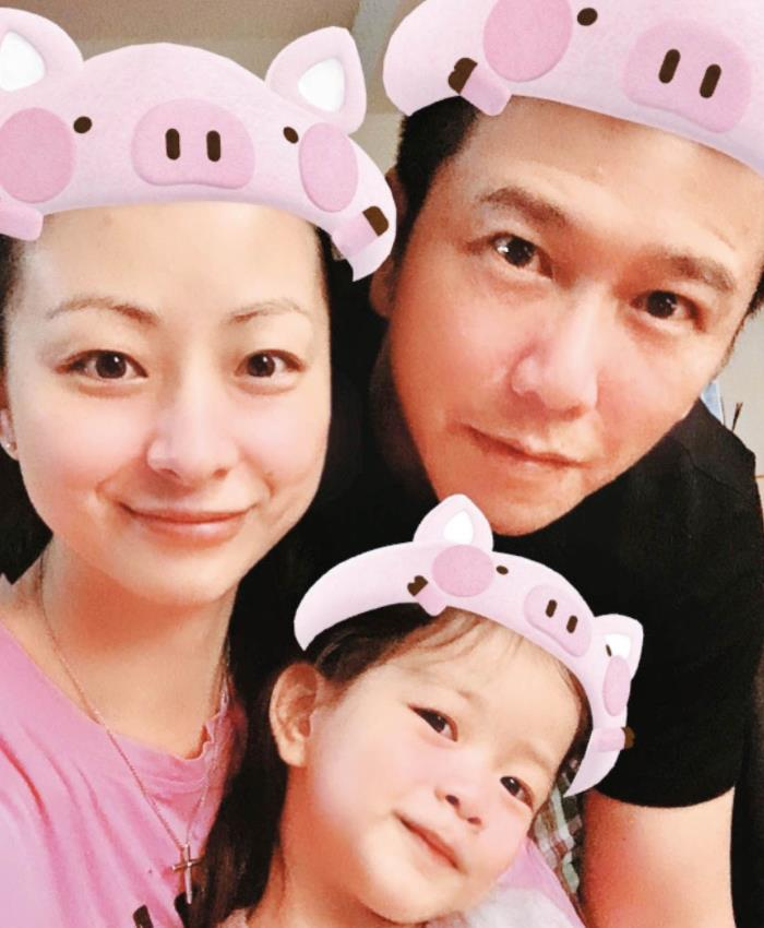 香港娱乐圈渣男始祖,曾让前妻独力还债,如今自己买楼当投资