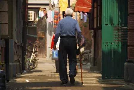<b>95岁老人独自离家出走跨省寻老友,家人都急死了,幸亏……</b>