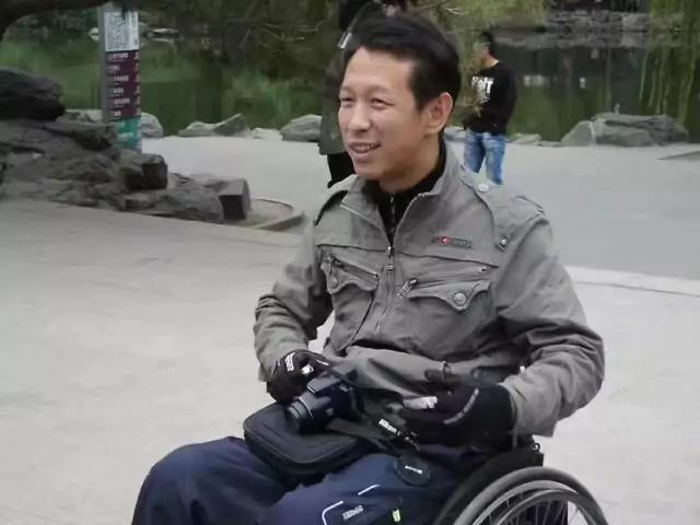 每天15小时!他们坐在轮椅上丈量一座城,拿出的这份结果让人揪心