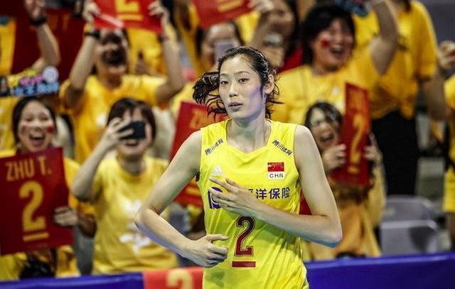 冲奥成功后,女排坐经济舱回北京,郎平携11人冲世界杯,朱婷领衔