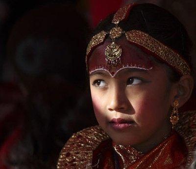 为何说尼泊尔没有寡妇?看完当地女人的生活,不是一点的心酸!